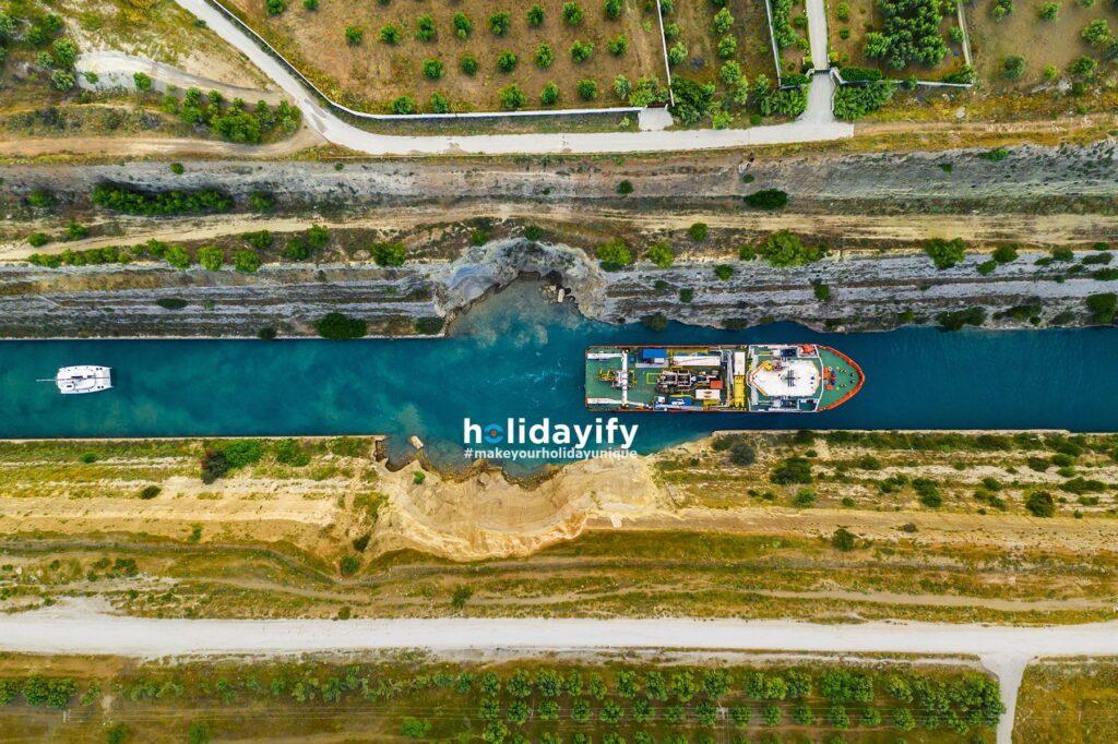 Korint Kanalından Gemi Geçişi, Yunanistan