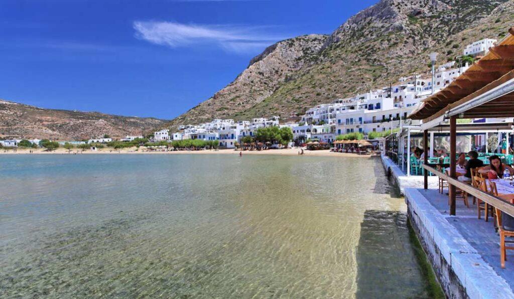 Kamares Plajı, Sifnos Adası