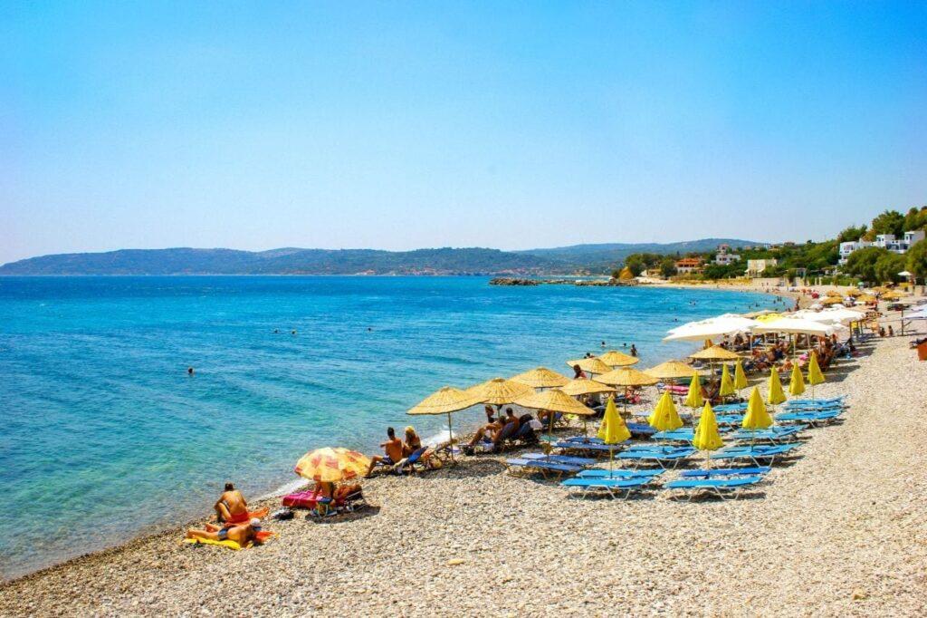 Agia Fotini plajı