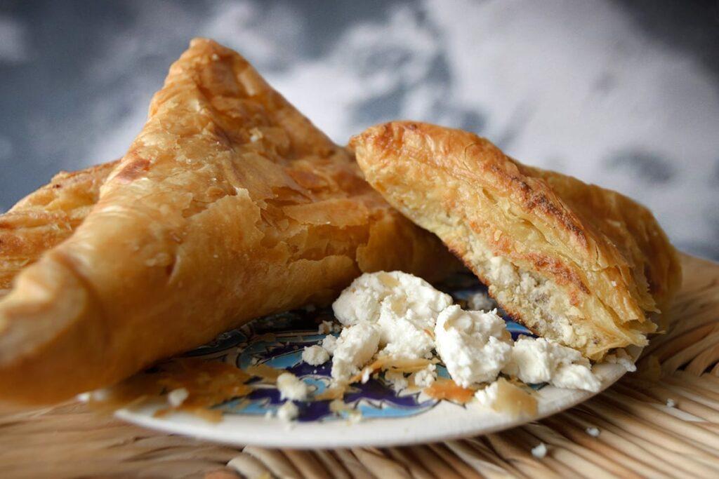 Tiropita (Peynirli Börek) - Yunan Mutfağı Yemekleri