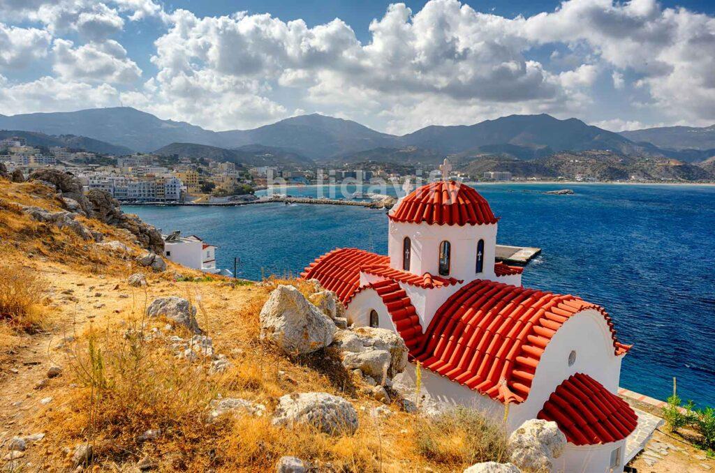 Karpathos Adası, Kırmızı çatılı Kiliseler