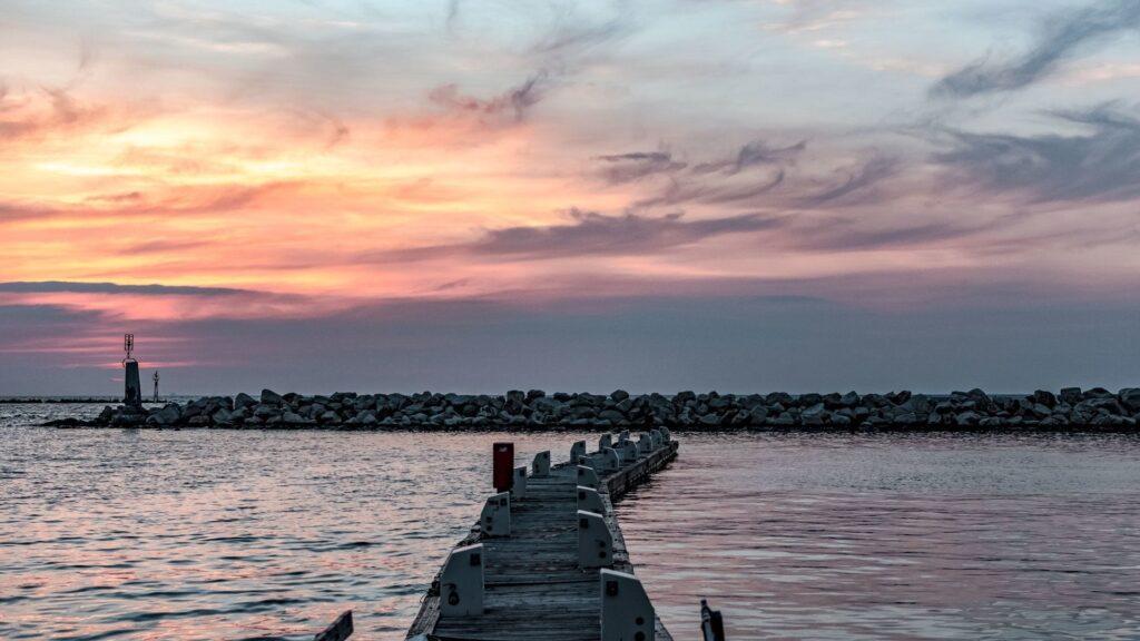 Patras sahilinde günbatımı, mükemmel bir görüntü ve sessizlik.