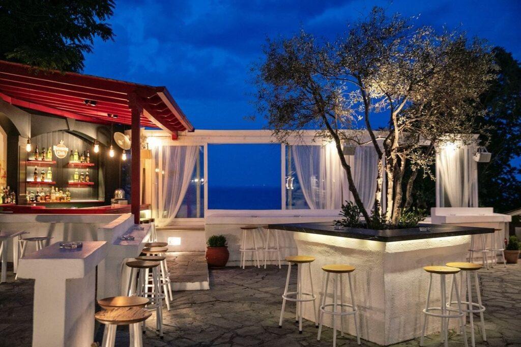 Spitaki Cocktail Bar in Kallithea