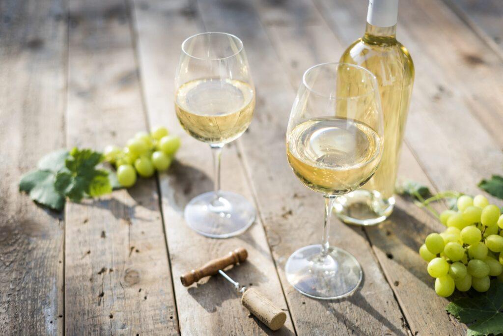 Retsina Wine - Greek Drinks